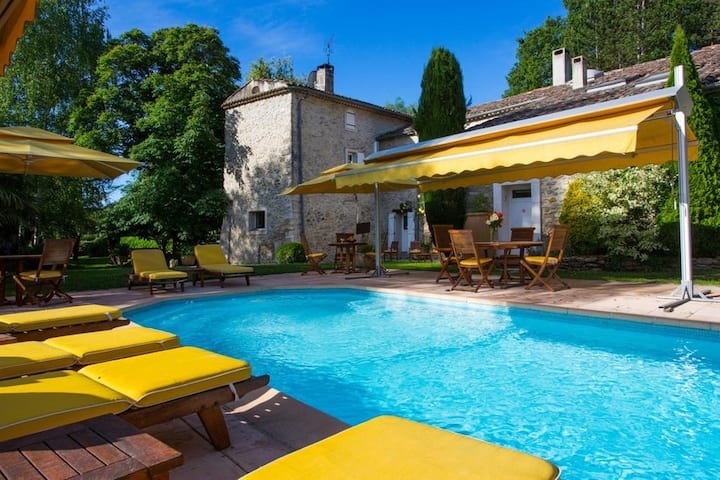Apartment with one bedroom in Forcalquier, with shared pool, enclosed garden and WiFi