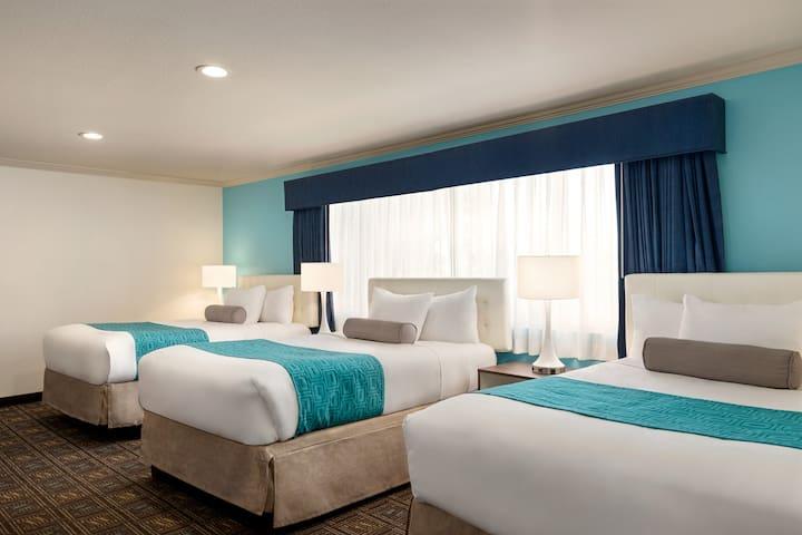 Clean 3 Queen Bed Family Suite in College-SDSUArea