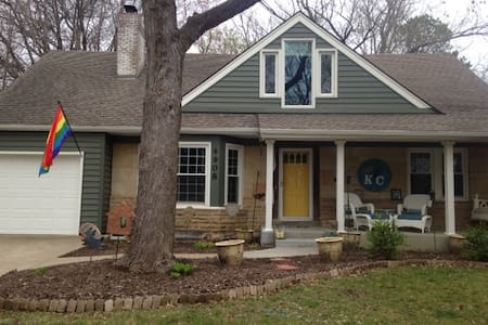 Perfect Central KC Location-Charming & Quiet - Roeland Park - Dom