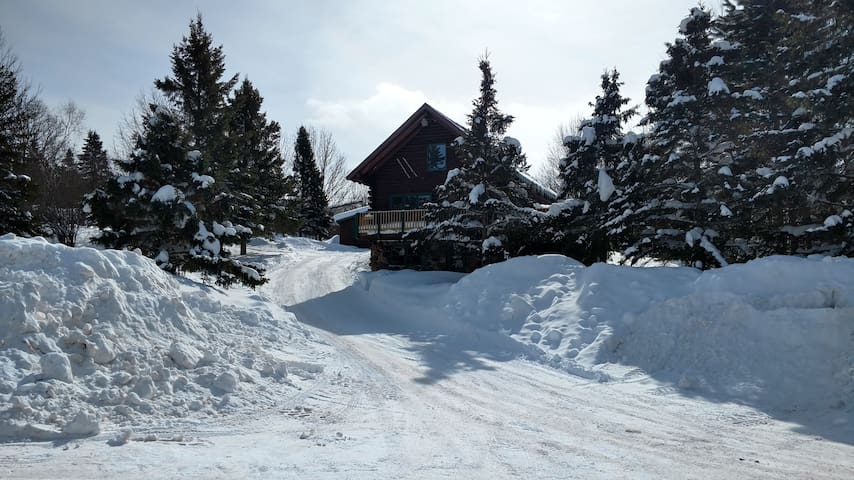 Indianhead Log Home by Ski Resort