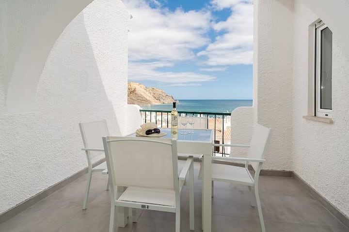Brand New Beach front Apartment, Praia da Luz