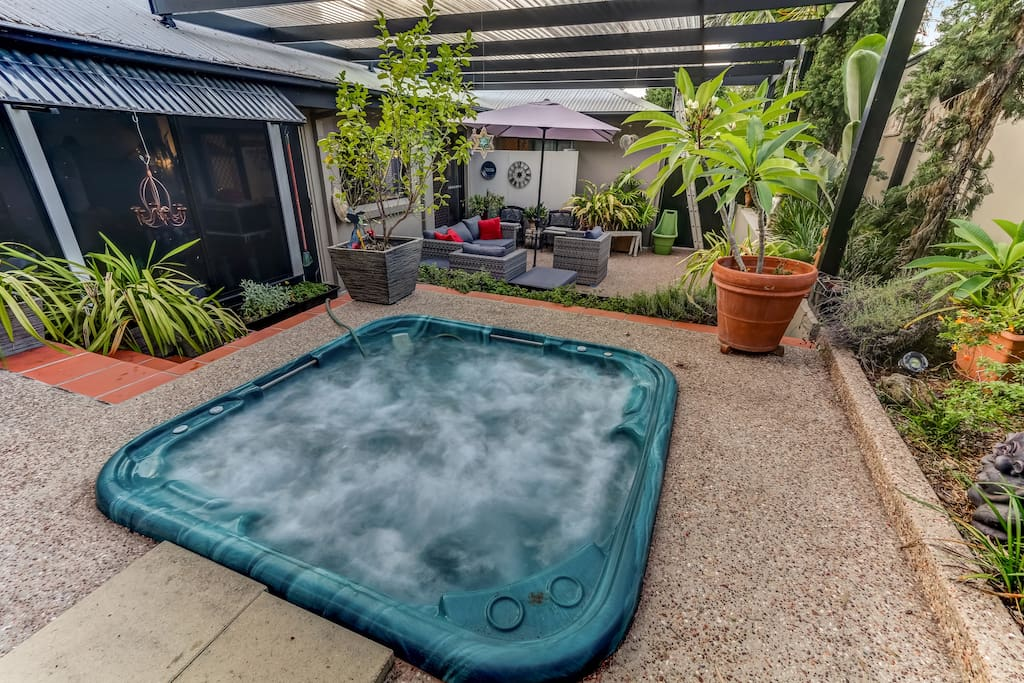 Jacuzzi & Outdoor Entertainment