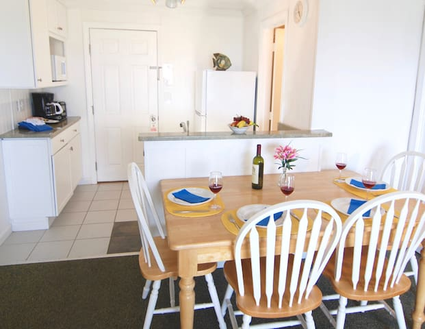 Dining area and fully equipped kitchenette