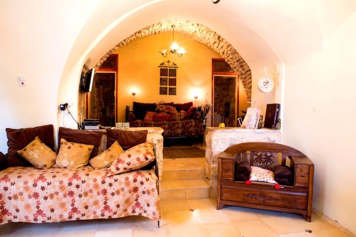 BeitYosef 1-bedroom + other Suites