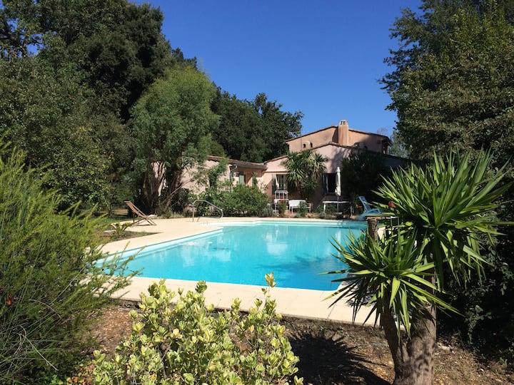 Secluded villa, large pool & landscaped gardens