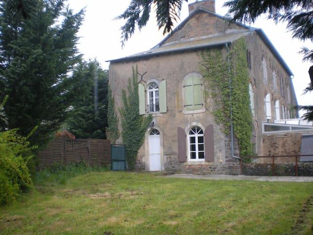 Gîte-8 pers 3 chambres salle de bain et douche - Saint-Denis-d'Orques - Casa