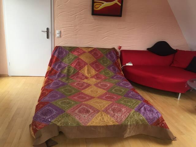 Wohnzimmer,Schlafsofa mit Lattenrost für 2 Personen