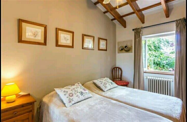 Romantica habitación con baño/patio - Torret - Jiné