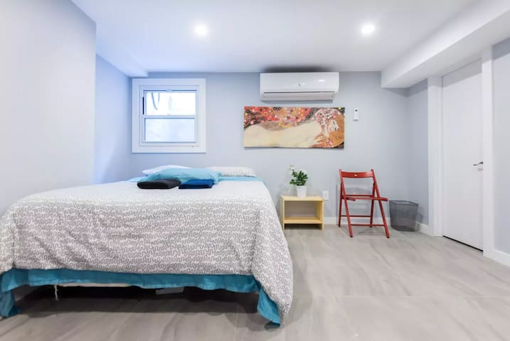 3 BEDS - PRIVATE HALF BATH - RIGHT NEXT TO METRO