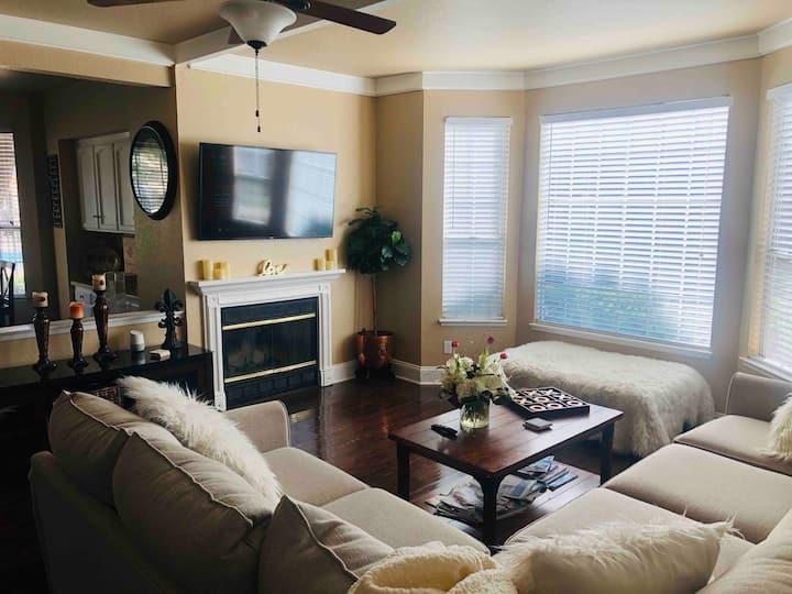 Luxury & Comfort! Fresno/Clovis/Yosemite/FSU/SMC