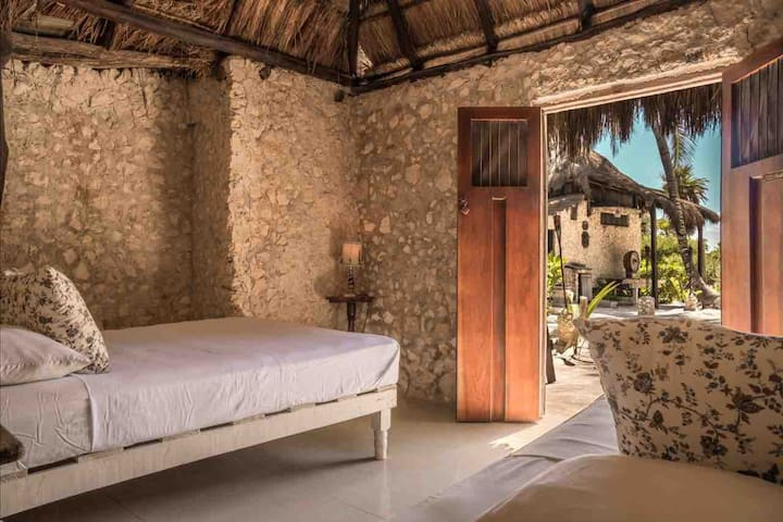 TINTAN - Cabana for 3x guests with shared bathroom