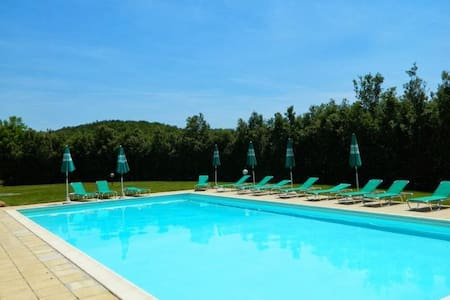 Lovely stone-built apartment with lawn and pool - Colle di Val d'Elsa - 公寓