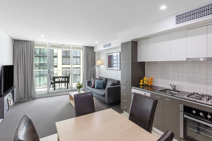 Modern One Bedroom Apartment with Balcony in CBD