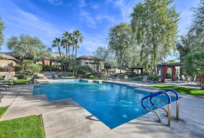 Condo w/Pool&SpaAccess-10 Minutes from DT Phoenix