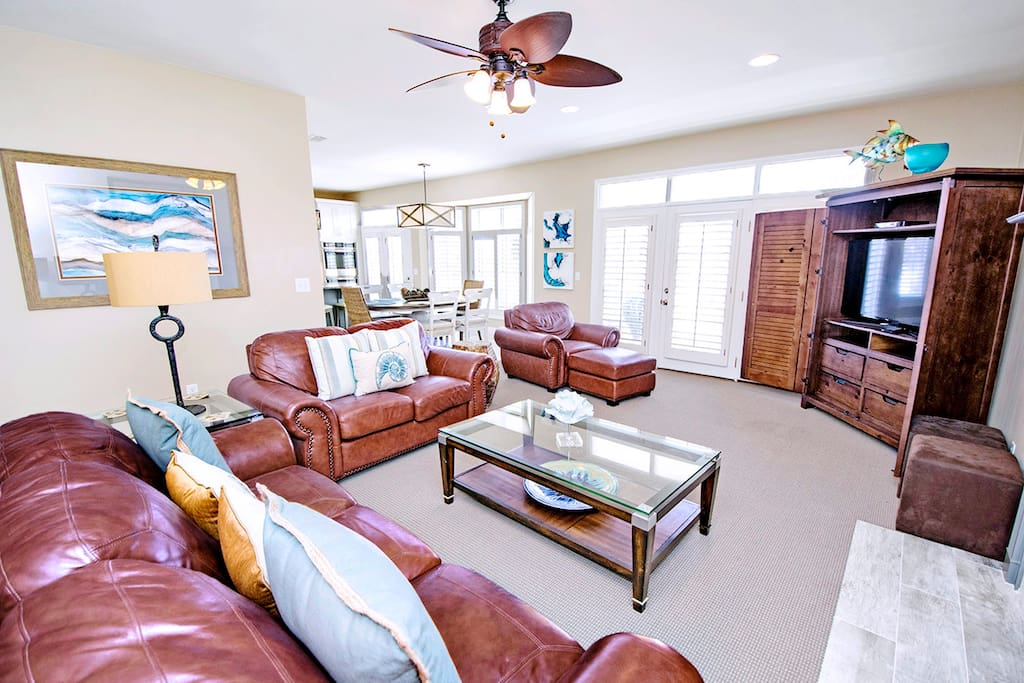 Beautifully Remodeled Living Room-Opens to Balcony
