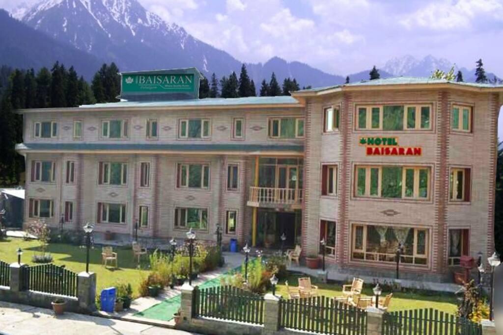 Hotel Baisaran Front View
