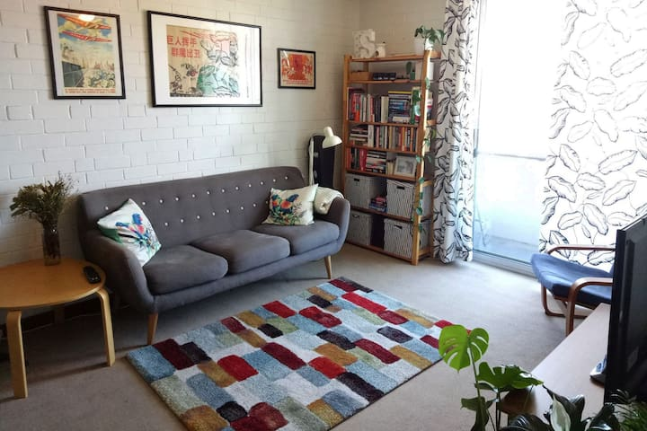Funky vintage apartment in central Freo