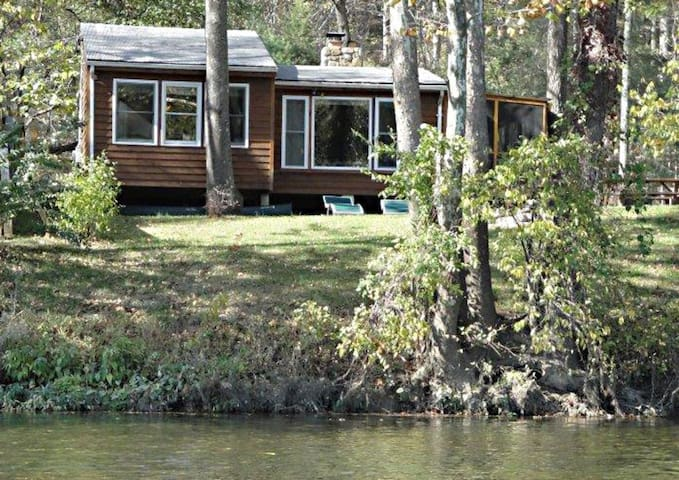 Two bedroom cabin on the Shenandoah River