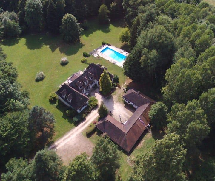 Grande maison de campagne avec piscine