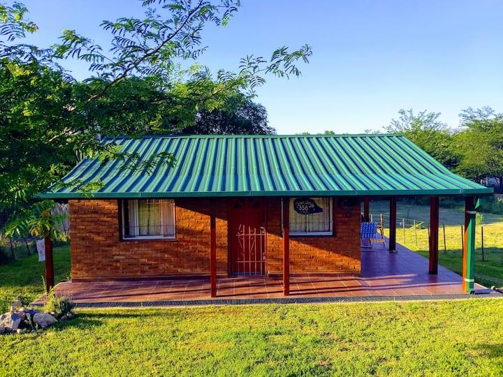 Casa serrana con 2 galerías y amplio parque