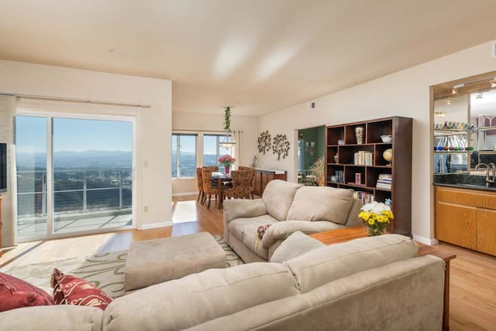 3 BR Condo by a hill next to San Francisco