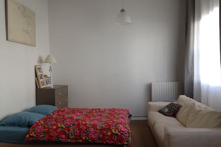 Large room in quiet area - Leilighet