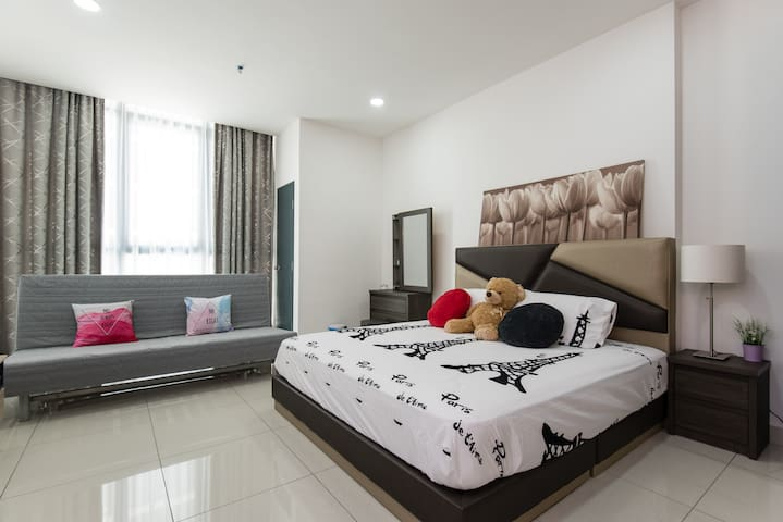 Cosy Studio at Atria Damansara, PJ for 2 to 4 pax