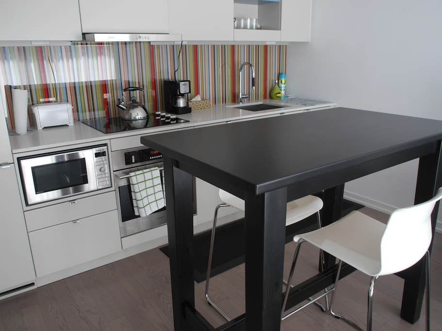 Enjoy your meal at the kitchen island