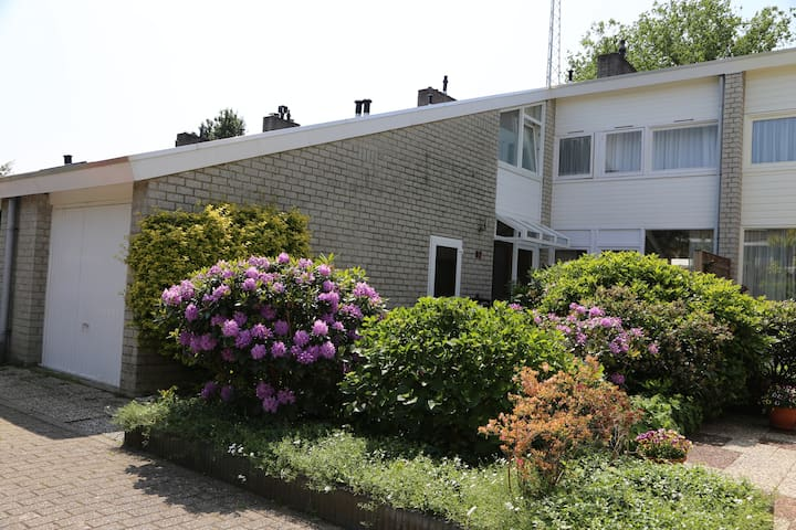 Casa Arnhem; quiet, friendly, international.