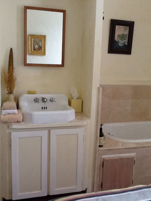 Tub and sink in North guest room
