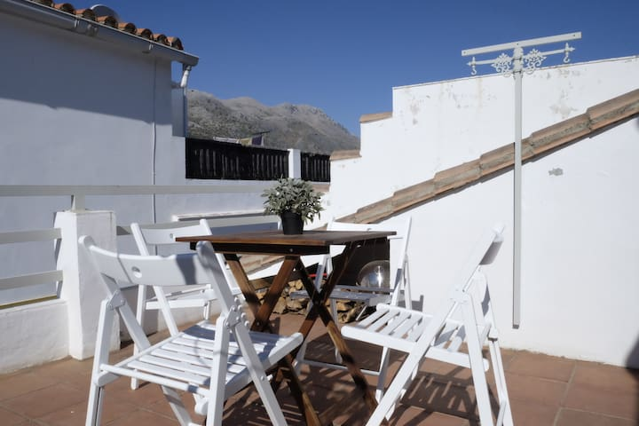 AUTHENTIC HIDEAWAY IN WHITE VILLAGE ANDALUCIA - Cortes de la Frontera - Hus