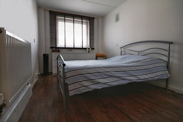 Double Bedroom very close to Victoria station