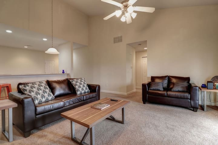 Hidden Gem in Champaign, Entire Condo - water view