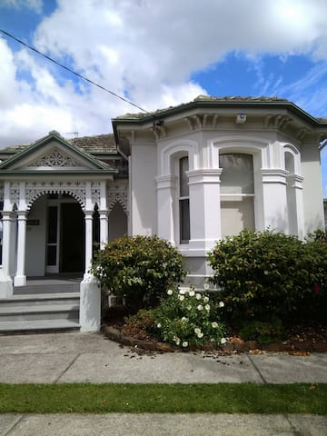 Riverbank Villa Devonport