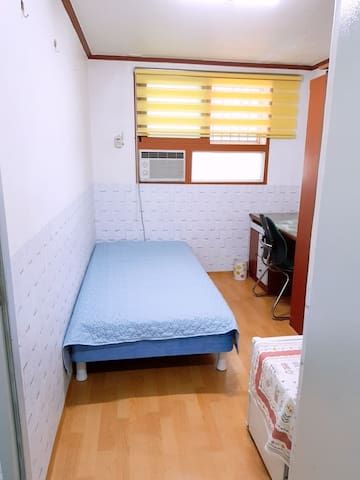 Neat and cheap room106