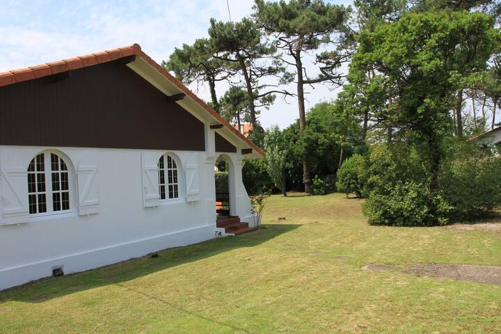 Villa grand jardin à 300m des plages