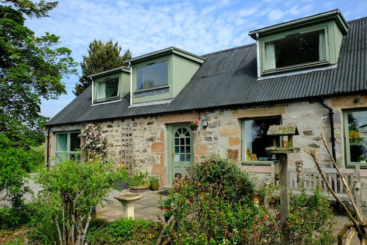 The Bield. Highland cottage on the North Coast 500