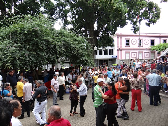 Sunday at Central Park Alajuela