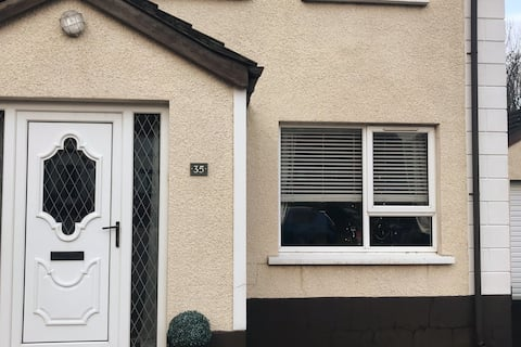 Modern Two Bedroom House 5 minutes from Larne Port