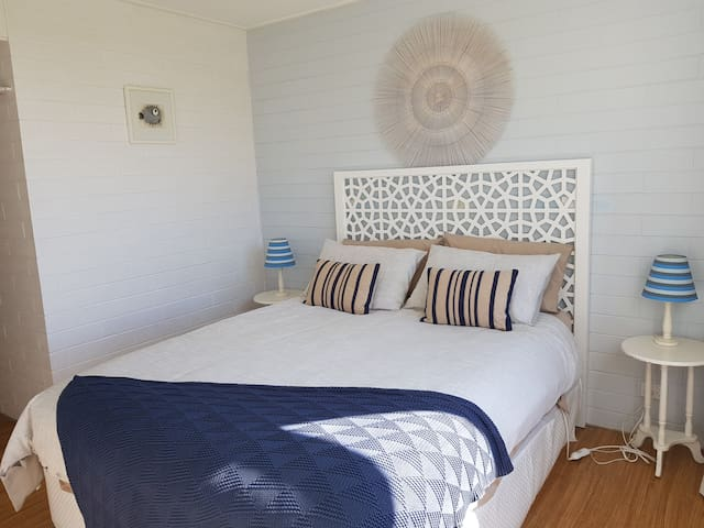 Beach Hut Scamander (Waves) Free wifi