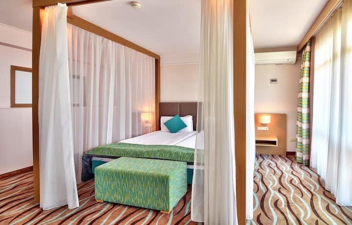 Superior Suite with panoramic view of the sea