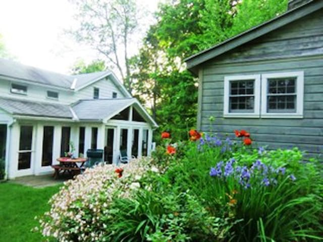 Lovely Berkshires Home - Great Barrington - Huis