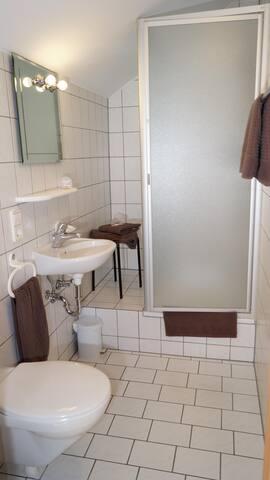 Dreibettzimmer-Ensuite Dusche- Landgasthof Falken