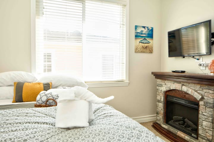 Private room with Coffee Bar/mini fridge