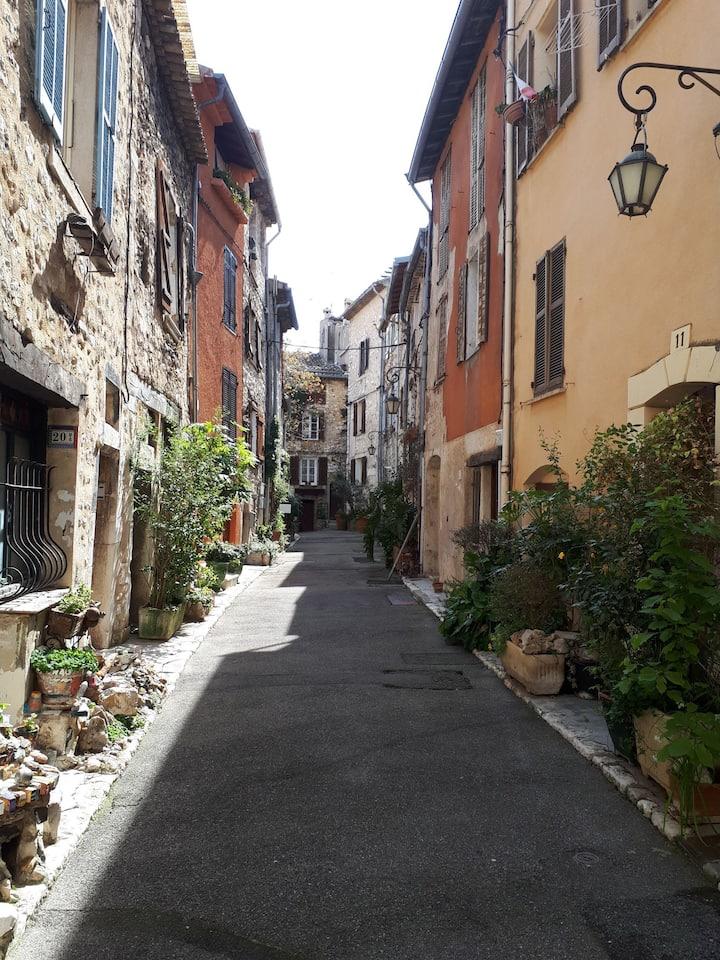 Chambre privée dans quartier historique de Vence