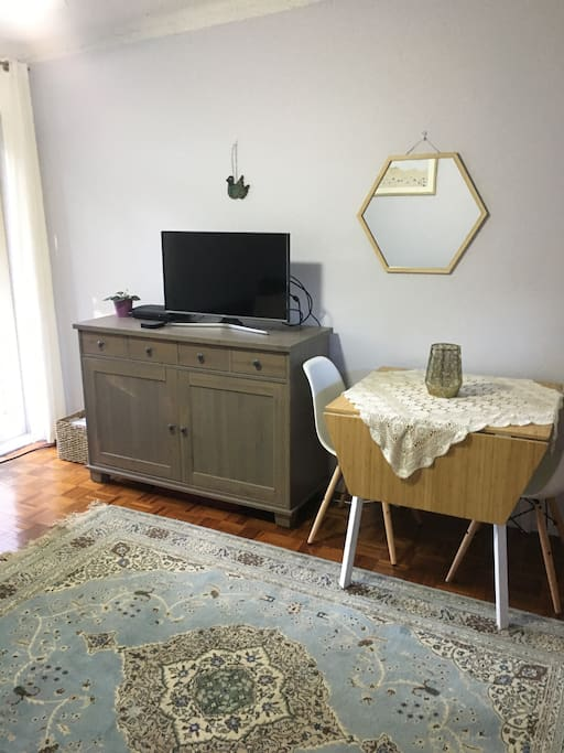 Cosy apartment in beautiful newtown apartments for rent for Table 9 newtown