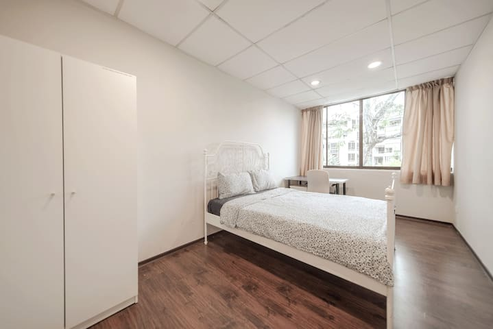 Big Room @ NUS & NUH, NEAR MRT SHARED BATHROOM (B)