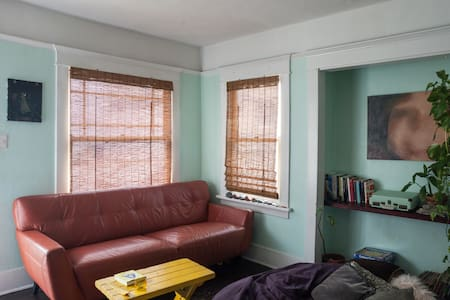 Couch in Charming Beach Bungalow - Bungalow