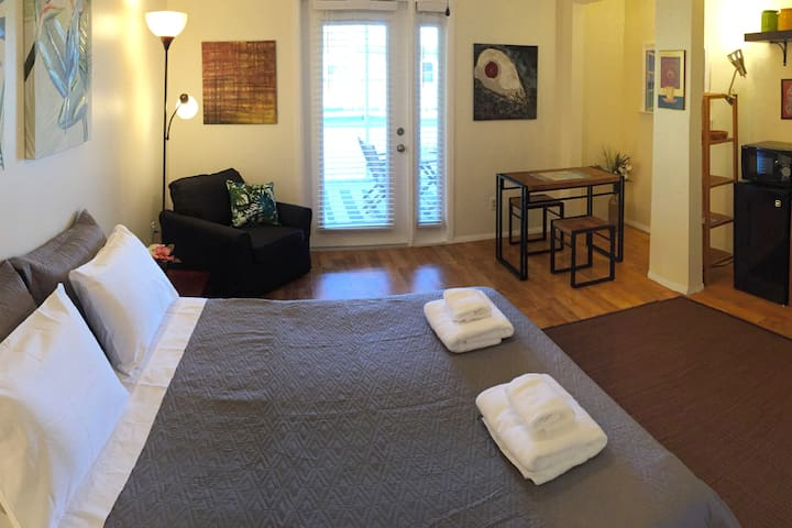 Cozy Private Studio  10 min to Downtown Fort Myers