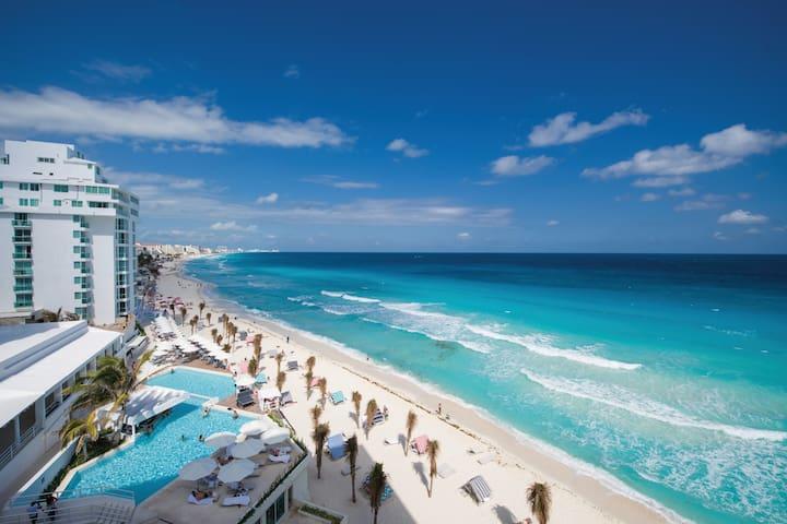 Luxury Beachfront Studio with Terrace / Hotel zone